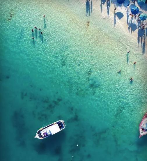 Cupom Desconto Passeio de barco em Arraial do Cabo e Praia do Farol Pedra do Gorila e Gruta Azul e muito mais