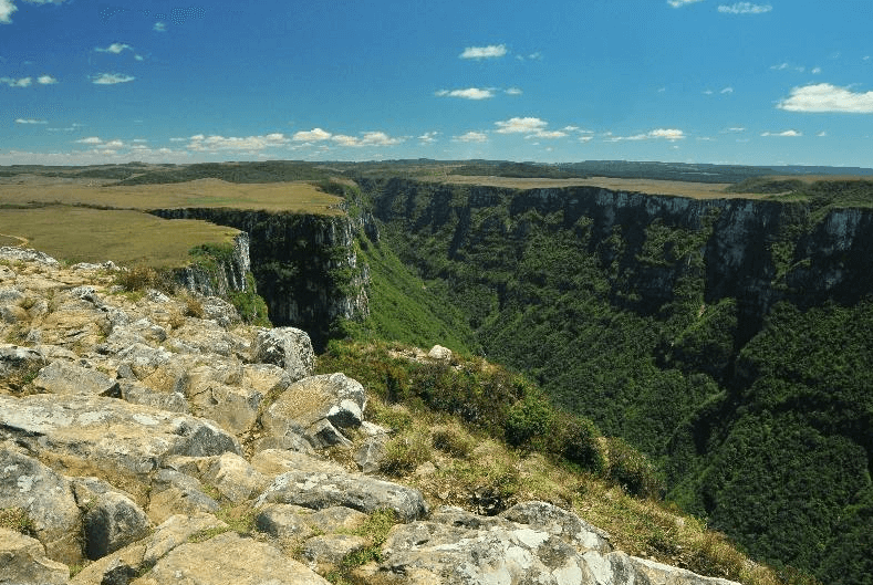 Cupom de Desconto Tour Cânion Itaimbezinho o maior cânion da América Latina, no Parque Nacional dos Aparados da Serra, na cidade de Cambará do Sul a partir de R$ 169